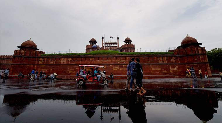delhi police, delhi police hoax call, red fort threat, blow up red fort, red fort blast, one arrested, pahar ganj, india news, indian express