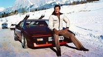 Roger Moore, the first James Bond will forever be the style icon of the '70s