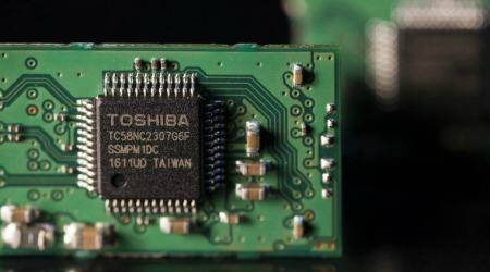 Broadcom, KKR said to be top bidders for Toshiba's semiconductor factory