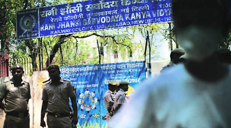 Delhi gas leak, gas leak, tughlaqabad, tughlakabad, tughlaqabad gas leak, delhi school, tughlaqabad schools, tughlaqabad school students, delhi hospitals, delhi government, gas leak students, gas leak effects, delhi news, india news, indian express news