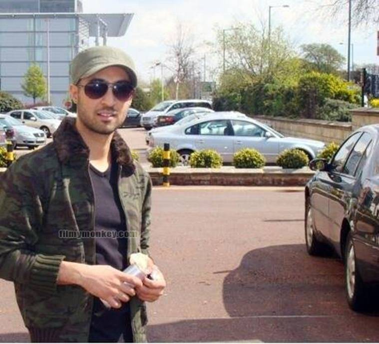 Viral News Express Home: Diljit Dosanjh's Short Hair Look Without His Turban Has