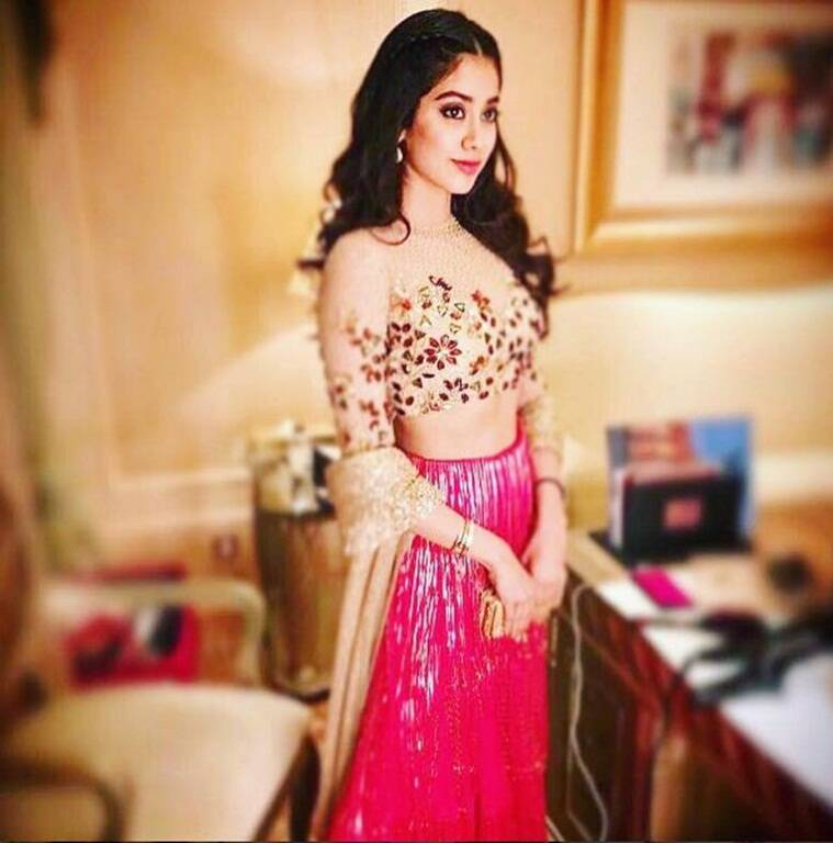 jhanvi kapoor, jhanvi kapoor hot pics, jhanvi kapoor stills, jhanvi kapoor pictures, jhanvi kapoor hot pictures