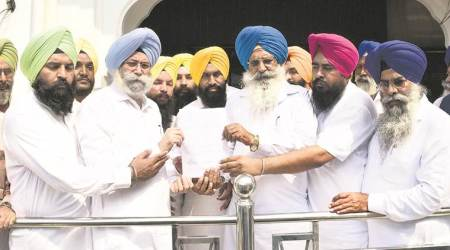 HS Phoolka moves Akal Takht, wants Captain Amarinder punished for 'dishonour to turban'
