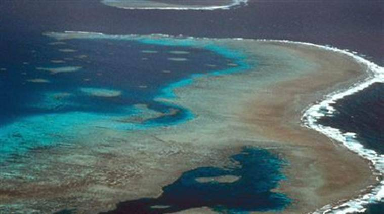 Two US tourists die in helicopter crash on Great Barrier Reef