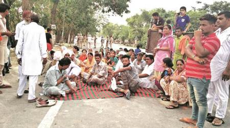 Drug Peddler's lynching: Family blocks traffic in protest, demands arrest of 13 accused