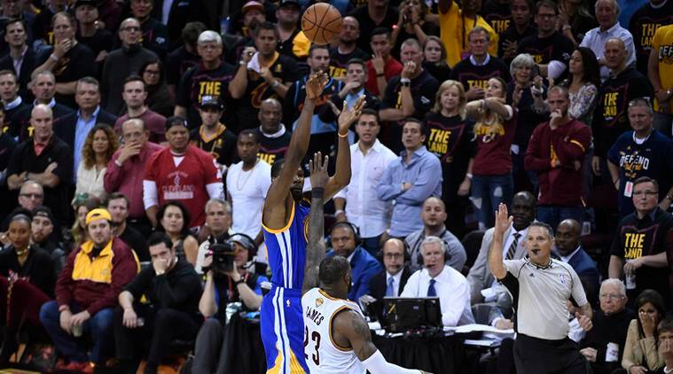 Kevin Durant scored crucial 14 points in the fourth quarter to help Golden State to 11 straight points