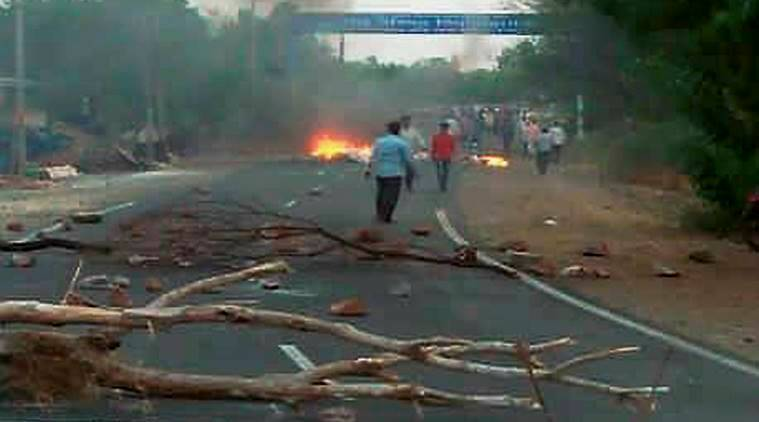 Vehicle set on fire as farmers' protests continue in India