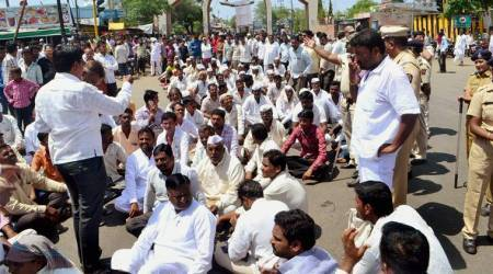 Rift in farmer leaders' committee which is meeting Maharashtra government