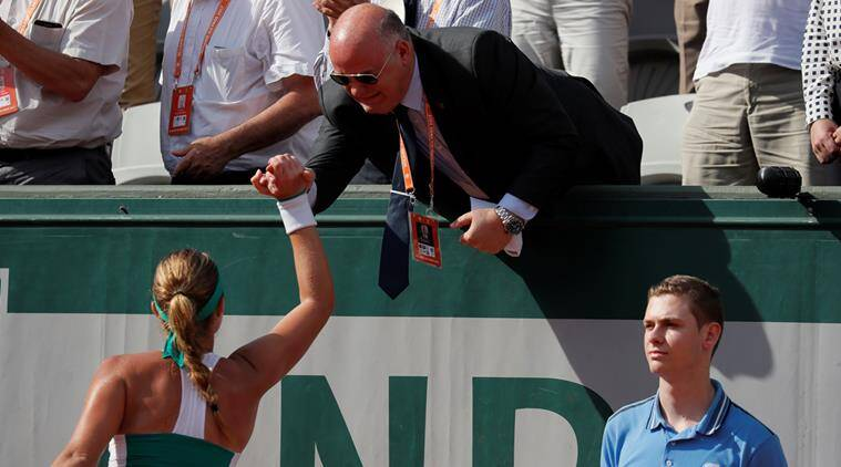 Halep wins opening set of French Open final