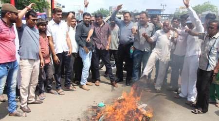 Congress workers burn Pakistan PM's poster in Rajkot to protest Indo-Pak cricket match