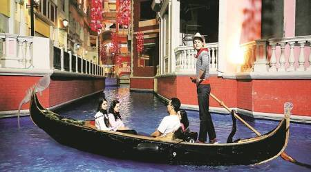 Musings on the Gondola: A mall themed on Venice comes with an Indiantouch