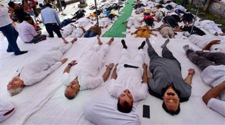 Congress leaders perform 'Shavasan' to highlight farmers' plight