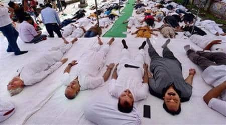 Congress leaders perform 'Shavasan' to highlight farmers'plight