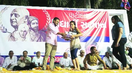 Our fight not against any party: Hardik felicitates patidarstudents