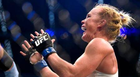 Holly Holm snaps losing streak by taking out Bethe Correia