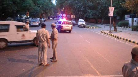 Ten cops face action for abandoning pickets in Delhi