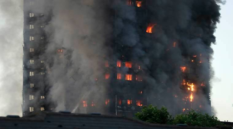 London fire: Latest videos, pics as Grenfell Tower goes up ...