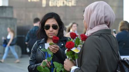 London terror attack: Muslims hand out 3,000 roses at London Bridge