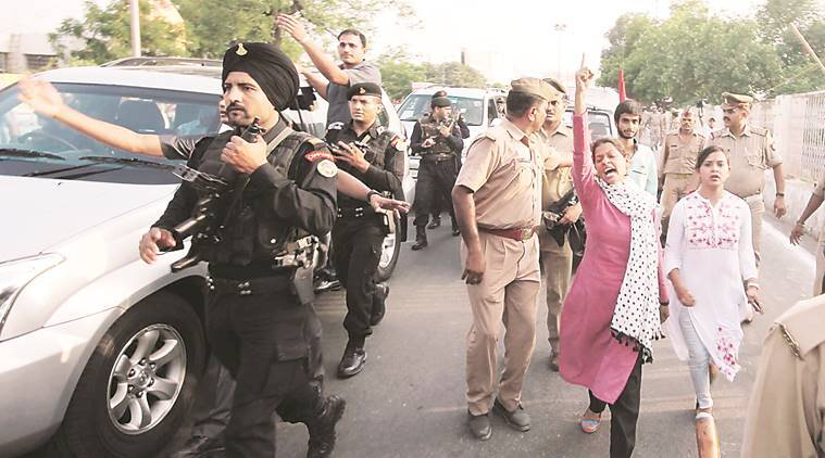 Lucknow university protest, Lucknow protests, Yogi adityanath, Samajwadi Party's student wing
