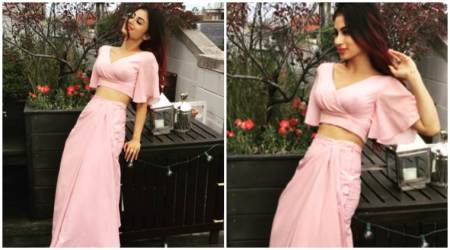 Mouni Roy is enjoying 'cuddling weather' during Chicago holiday. This Naagin actor is such a poser, see photos