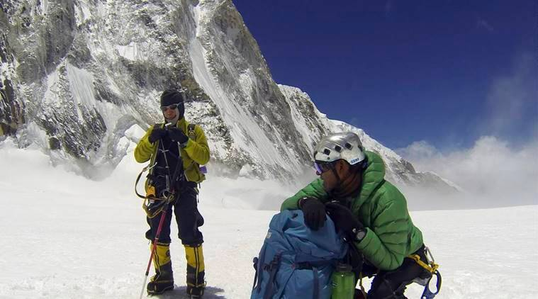 mt everest, indian army, climb everest without oxygen, artificial o2 supply for mountain climbing, everest base camp, indian express