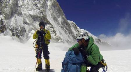 Indian Army team scales Everest without supplementary oxygen supply