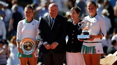 Jelena Ostapenko rallies to French Open title