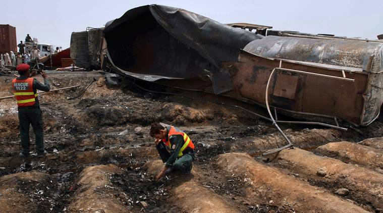 pakistan oil tanker fire, oil tanker fire, pakistan fire, oil tanker explosion, pakistan oil tanker blast deaths,