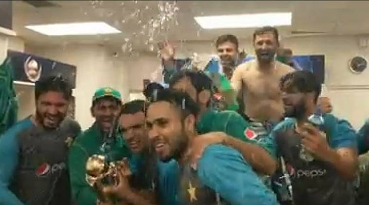 icc champions trophy 2017, champions trophy, pakistan celebrate, pakistan vs india, champions trophy final, safraz ahmed, cricket, indian express