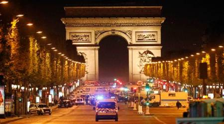 Paris police: Attacker shot, wounded outside NotreDame