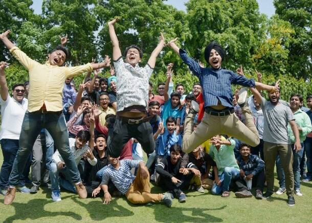 CBSE 10th results 2017: Cake holi, taking selfies, here's how students celebrate