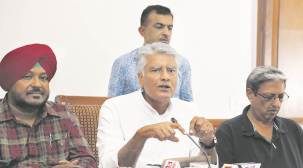 Sunil Jakhar defends government: Speaker was lenient