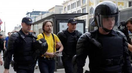 Russian police brace for stand-off with anti-Kremlin protesters