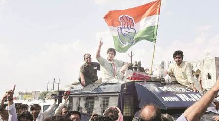 Jyotiraditya Scindia, Hardik Patel held on way to Mandsaur