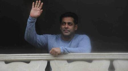 Salman Khan's Eid is a relaxed affair with family and fans, see photos