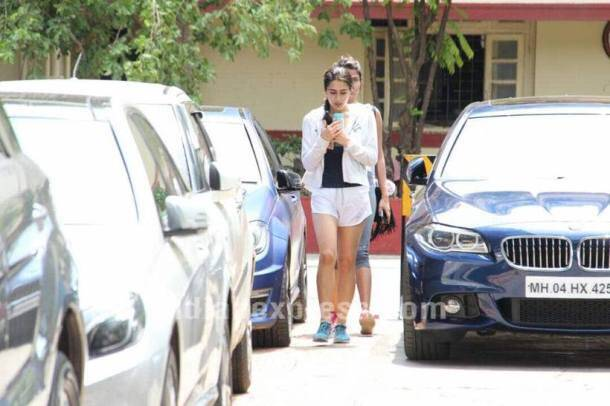 As Sara Ali Khan, Sohail Khan get paparazzi attention outside gym, owner calls police