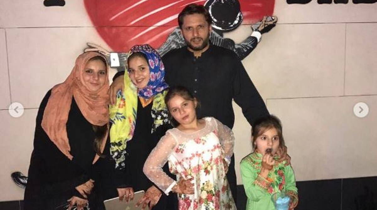 Image result for shahid afridi with daughters