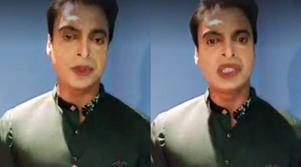 shoaib akhtar, shoaib akhtar make up, shoaib akhtar make up video viral, shoaib akhtar so much make up, shoaib akhtar viral make up video, shoaib akhtar make up video gets trolled, shoaib akhtar red lipstick make up video viral gets trolled, indian express, indian express news