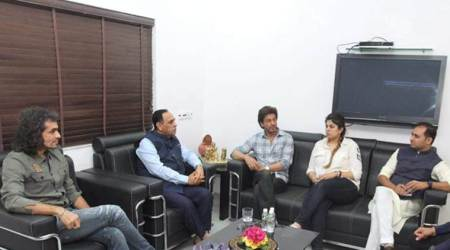 Jab Harry Met Sejal: Shah Rukh Khan, Imtiaz Ali meet Gujarat Chief Minister Vijay Rupani. See photos