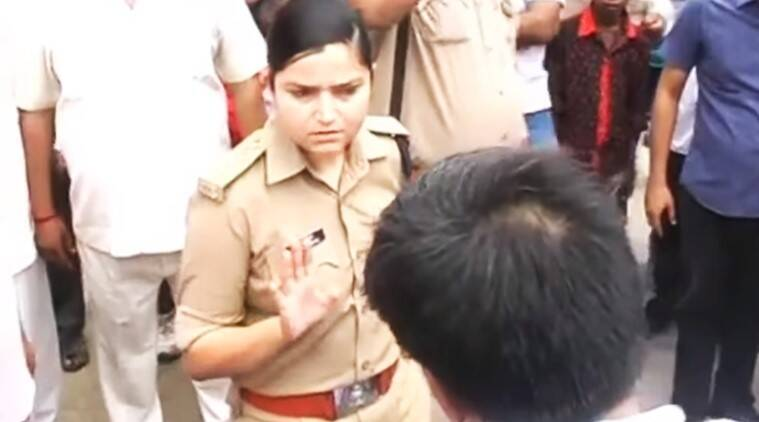 lady cop bjp leader video viral, lady cop challan on bjp leader video, up lady police fight with BJP leader video viral, shrestha sharma woman police bjp leader fight on road, indian express, indian express news