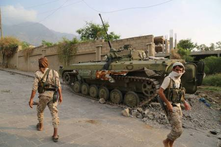 27 dead as Yemen army closes in on Taez palace