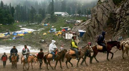 Over 300 pilgrims leave Jammu for Amarnathamid tightsecurity