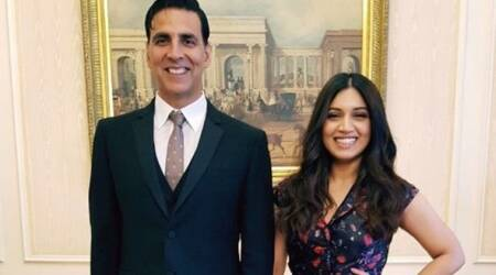 Toilet Ek Prem Katha in London: Akshay Kumar pulls Bhumi Pednekar's leg, Anupam Kher joins them. Watch video