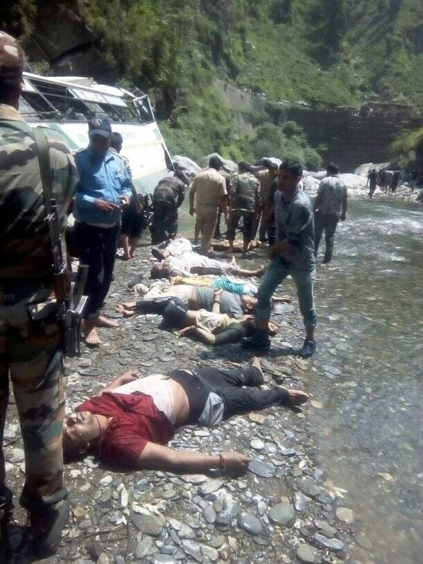 amarnath, amarnath yatra, amarnath yatra accident, amarnath accident, pilgrim accident, J&K accident, bus accident amarnath, indian express news