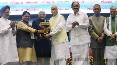 Vice-President Hamid Ansari and M Venkaiah Naidu share stage at Lokmat Parliamentary Awards