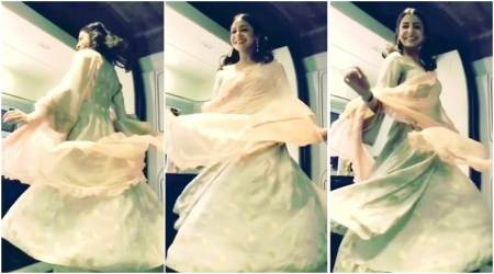 Jab Harry Met Sejal: Anushka Sharma is on cloud nine and Shah Rukh Khan can't help but record it. Watch video