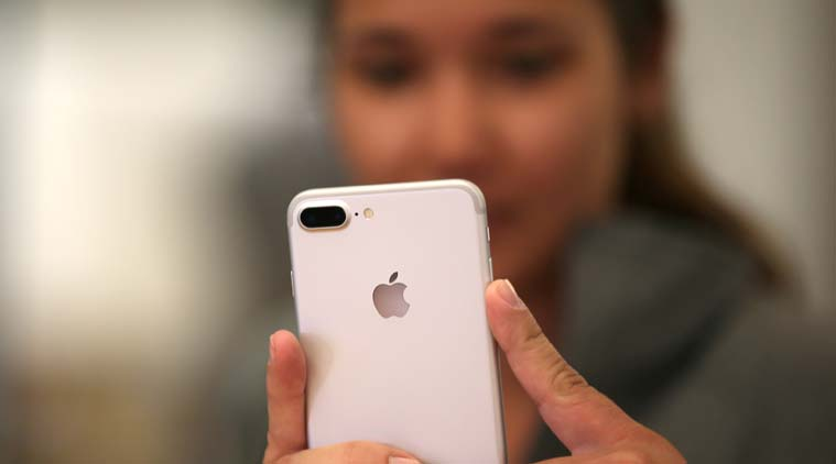 Apple iPhone 8 design showcased, has no bezels and vertical dual rear camera: Report