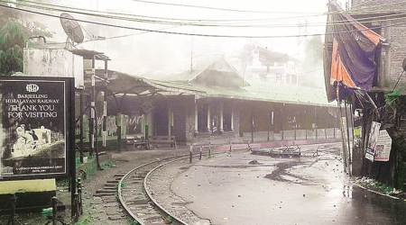 Darjeeling boils again, 3 killed, Army out: Mamata offers talks if violence ceases, GJM says will only talk to centre