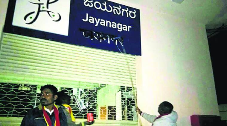 Pro-Kannada activists deface Hindi signboards in Namma Metro