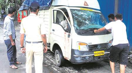 Hit by BMW, tempo driver dies at Vile Parle